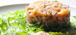 Tartar de salmón con alcaparras